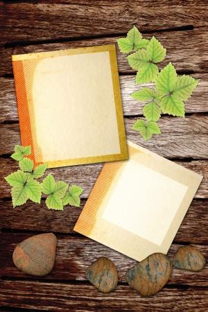 lege notitie op oude houten textuur