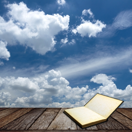 Houten structuur op blauwe hemel achtergrond