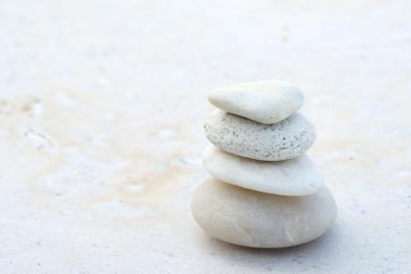 bílá oblázková kámen, zen koncept