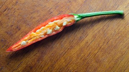 Červené chilli na dřevo pozadí Reklamní fotografie
