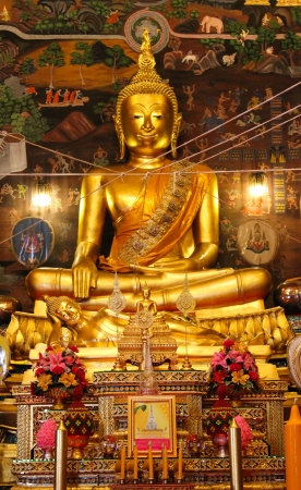 gloden: The gloden Buddha statues in Ayutthaya temple, thailand Editorial