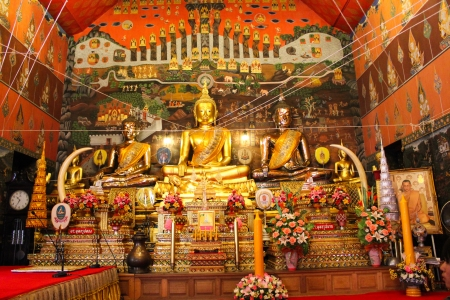 gloden: The ancient Buddha statues in Ayutthaya temple, thailand