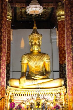 gloden: Gloden buddha in Thai temple, ayutthaya