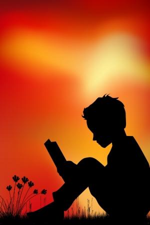 juntos: Silueta, niños leyendo un bookl en la pradera, puesta del sol, el verano Foto de archivo