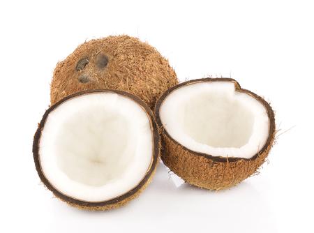 coco: de coco cerca aisladas sobre fondo blanco