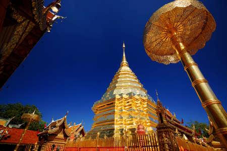 doi: Chiang mai Wat Phrathat Doi Suthep, golden ombrello, Chatthong, Stupa Pagoda (Golden Chedi). Archivio Fotografico