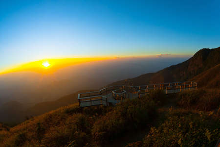 doi: Kew Mae Pan Doi Inthanon, Chiang Mai, Thailand, tramonto, paesaggio, visualizzazioni, il punto pi� alto nel parco nazionale di Thailand.Doi Inthanon, centro natura, natura, foresta, collina, sole, montagne, paesaggio, luce, luce solare, il punto pi� alto in Thailandia, pascoli