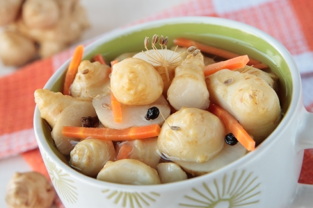 Jerusalem artichokes, marinated with carrots, cloves and pepper