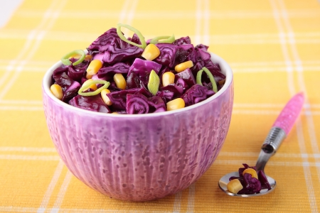 Red cabbage salad with corn and leek