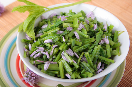 chive: Salad of blanched goutweed with chive flowers and oil