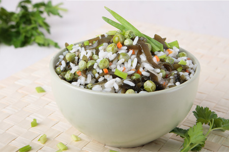 girdle: Salad of rice, laminaria, sea girdle; green peas, carrots and onions in a bowl