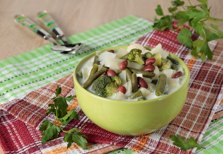 Vegetable soup made from cabbage, broccoli, cauliflower, beans and cream in a bowl Standard-Bild
