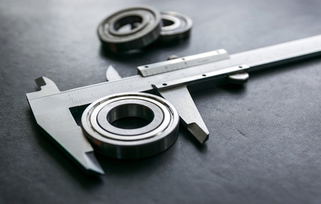 sliding scale: Vernier is a measure of the jobs and the industry is measured in centimeters and inches. Stock Photo
