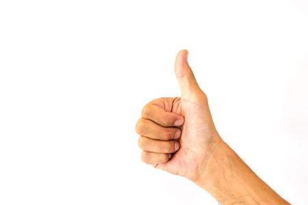 Der Daumen oben vom Daumen eines Mannes ist wie ein Symbol oder ein Kompliment, das auf weißem Hintergrund lokalisiert wird.