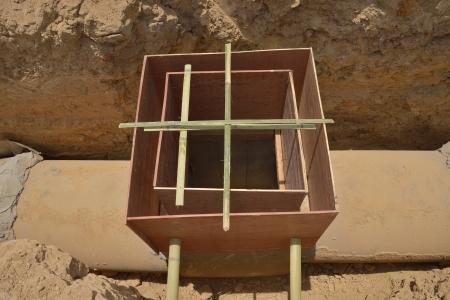 waterspout: Copertura costruzione di preparazione tra tubo di scarico