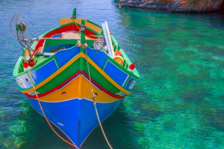 meer: Fischerboot in einer Lagune Malta Stock Photo