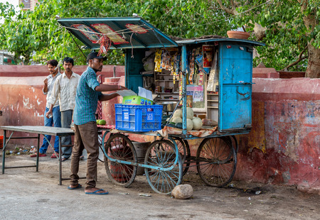 bikaner: Bikaner, INDIA - May 31, 2014  Street vendors sell vegetables, fruits and beverages in Bikaner town