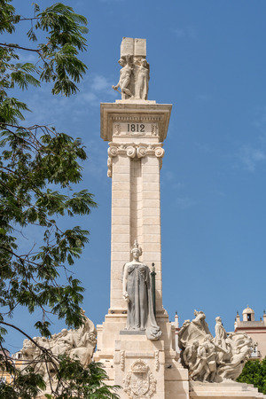 constituciÓn polÍtica: Monument to the Constitution of 1812 in Cadiz, Spain