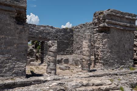 Mayan Ruins Besides Caribbean Sea. Riviera Maya, Traveling America Standard-Bild - 121898806