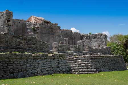 Mayan Ruins Besides Caribbean Sea. Riviera Maya, Traveling America Standard-Bild - 121898809