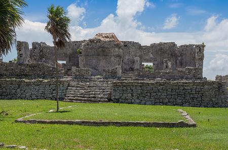Mayan Ruins Besides Caribbean Sea. Riviera Maya, Traveling America Standard-Bild