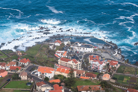 Mole islet in Porto Moniz in Madeira, Portugal Standard-Bild - 121899085