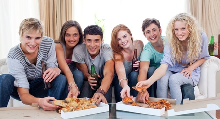 woman eat: Friends eating pizza at home