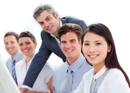 L�chelnd Business Mitarbeitern zusammenarbeiten Stockfoto