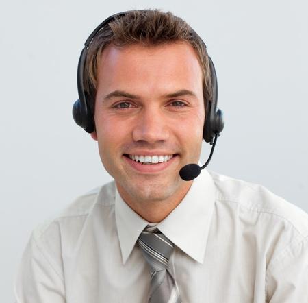 hotline: Portret van een lachende zakenman met een headset op Stockfoto