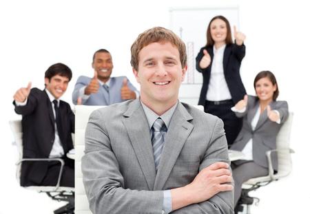 Gente de negocios internacionales con pulgares arriba Foto de archivo