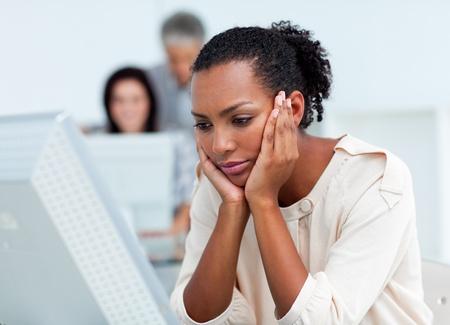 afflict: Bored businesswoman at her desk