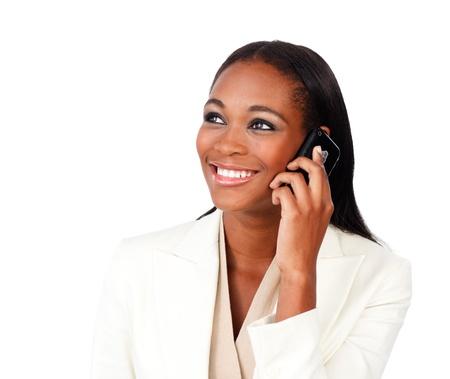 amigas conversando: Radiante afro-americano de negocios en el tel�fono