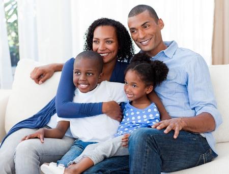 mujeres africanas: Retrato de una familia afroamericana feliz