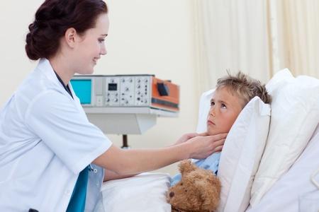 Female doctor examining child throat Stock Photo - 10096879