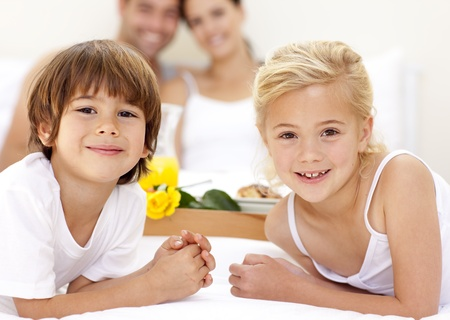 Portrait of children in bed with their parents Stock Photo - 10112392