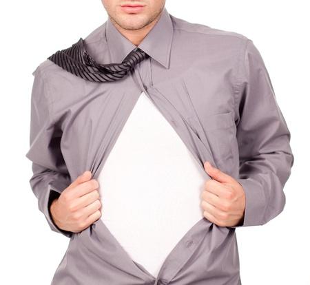shirt unbuttoned: giovane uomo attraente tirando a sua t-shirt Archivio Fotografico