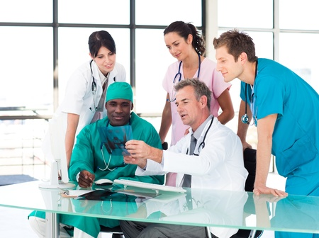 medical assistant: Medical team studying an X-ray Stock Photo