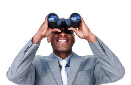 finding: Sonriente hombre de negocios buscando a trav�s de binoculares Foto de archivo
