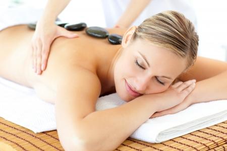 masaje: Mujer dormida teniendo un masaje