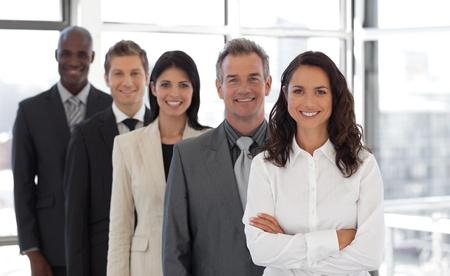 Hispanic Business vrouw het leiden van een team van werknemers Stockfoto