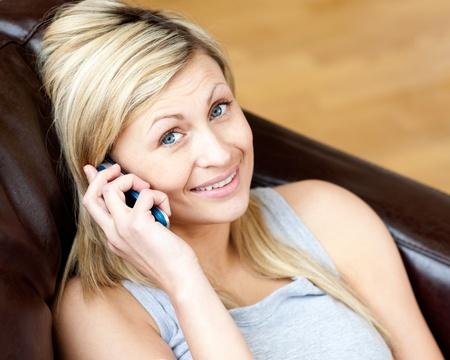 La mujer viva con un teléfono Foto de archivo - 10129751