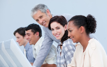 talking businessman: Administrador seguro de comprobaci�n de su equipo