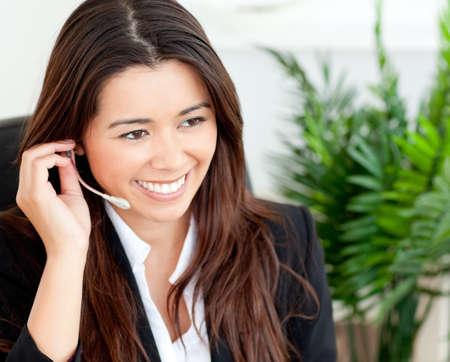 telephone headsets: Empresaria linda con auricular