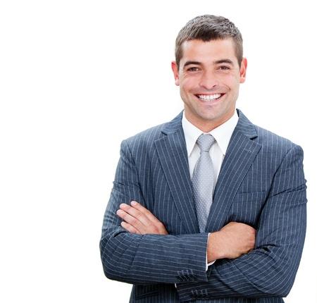 confianza: Retrato de un hombre de negocios confidente con los brazos cruzados