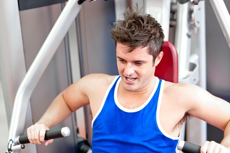 musculation: Athletic young man using a bench press Stock Photo