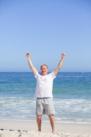 Hombre haciendo suyo se extiende en la playa Foto de archivo - 10171103