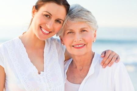 madre soltera: Hija sonriente con su madre