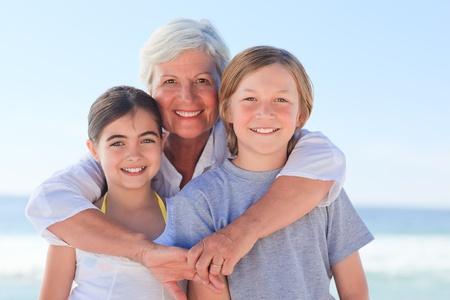 abuela: Abuela con sus nietos