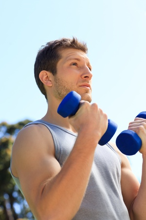 Young man doing his exercises in the park Stock Photo - 10184482