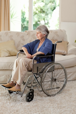 Ehemaliger Frau in ihrem Rollstuhl Lizenzfreie Bilder